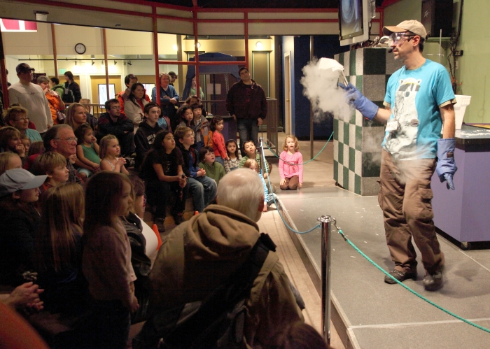 Demonstration of extreme cold using liquid nitrogen